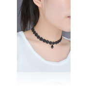 <notranslate>A Black Flower Choker Necklace</notranslate>
