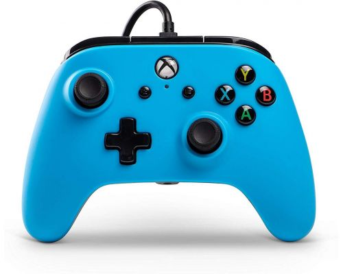 Un controlador con cable Xbox One
